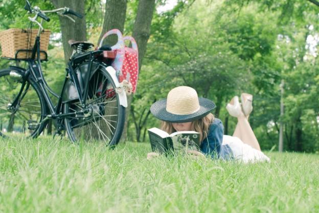 Четене в парка